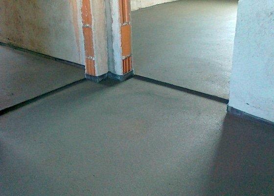 Betonové podlahy v novostavbě