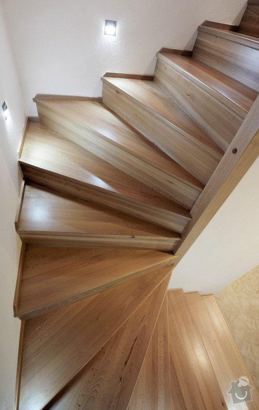 Kuchyňská linka a schodiště: _MPW9526
