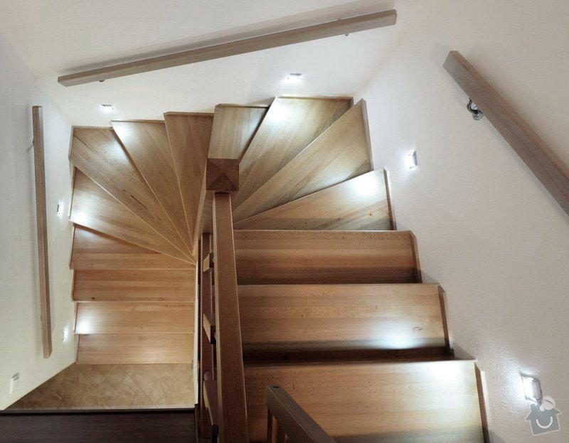 Kuchyňská linka a schodiště: _MPW9528