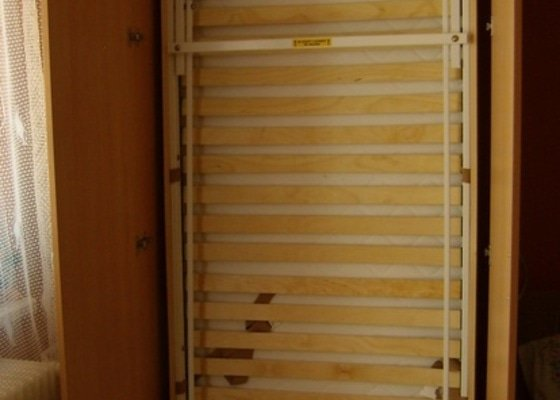 Postel ve skrini