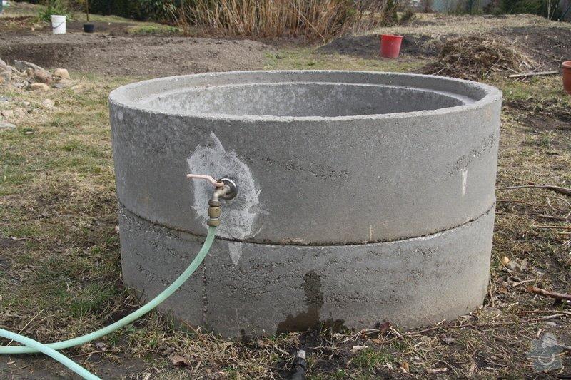 Dodělávka studny - dřevěný dekl a nástřik beton. skruží: IMG_0091