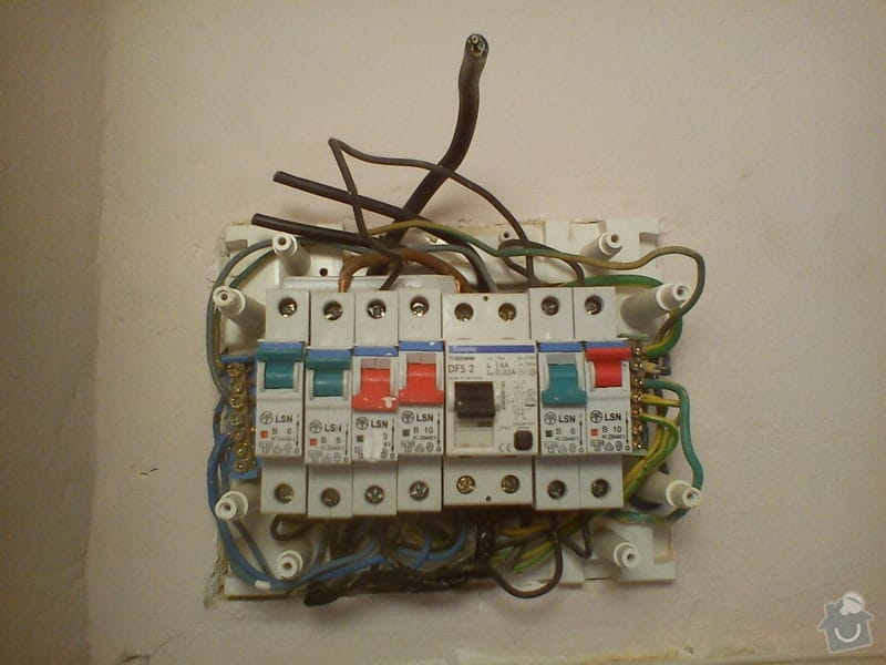 Rekonstrukce elektroinstalace: DSC00484