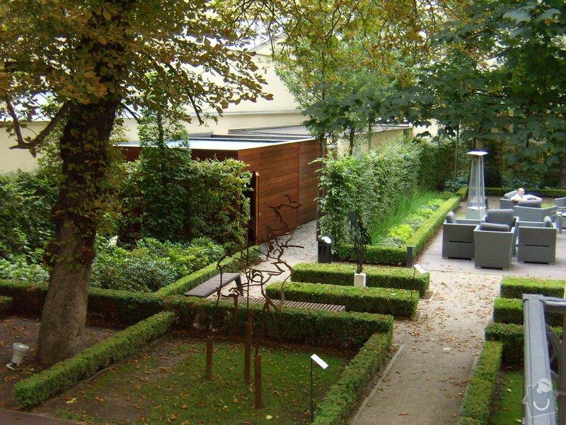 Kempinski Hotel  vyroba zahradniho domku.: P8042500