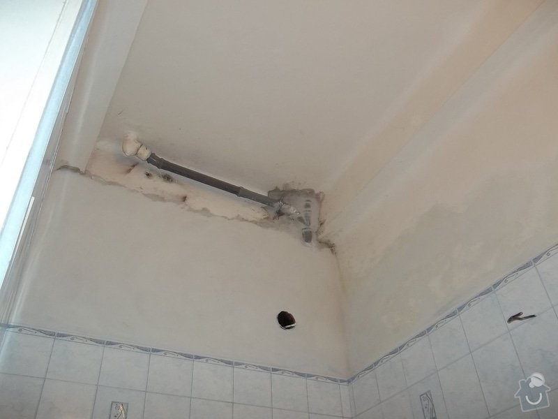 Snížený podhled v koupelně: 104_0549