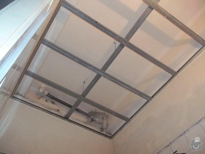 Snížený podhled v koupelně: 104_0550