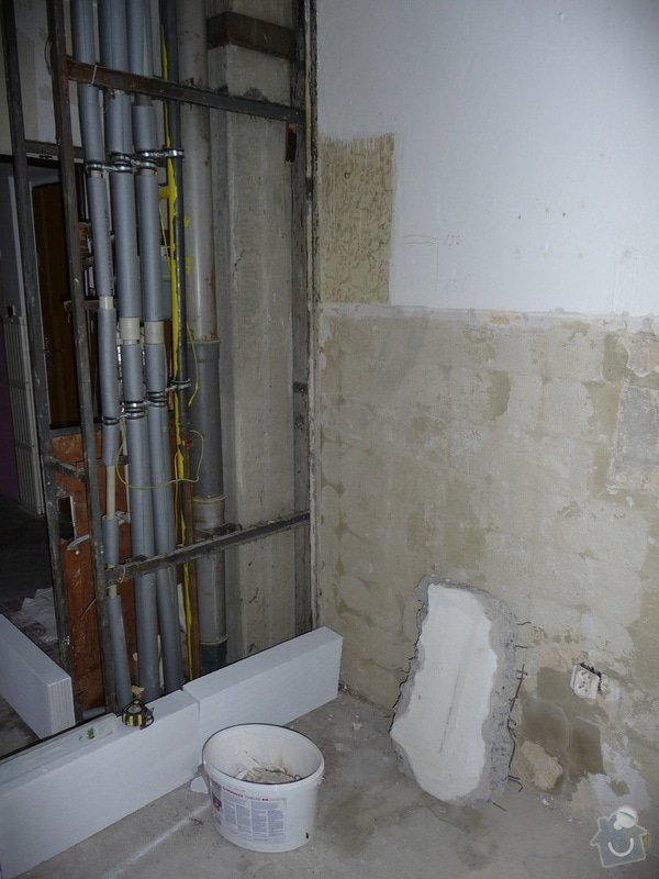 Rekonstrukce bytu 2+1 - bourací práce, jádro, podlahy: 11_vybourana_kuchyn