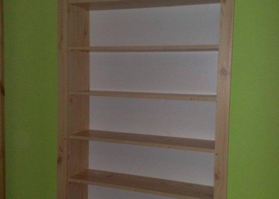 Renovace dřevěných parapetů + knihovna do mezidveří