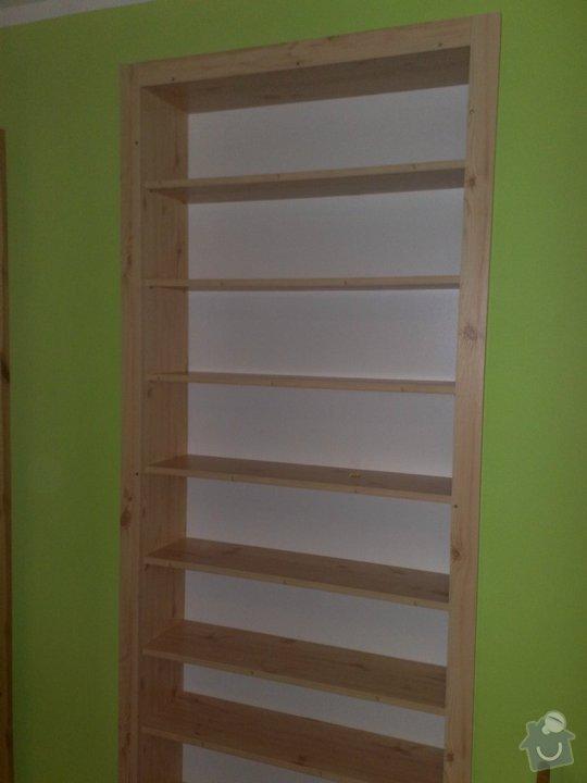 Renovace dřevěných parapetů + knihovna do mezidveří: knihovna