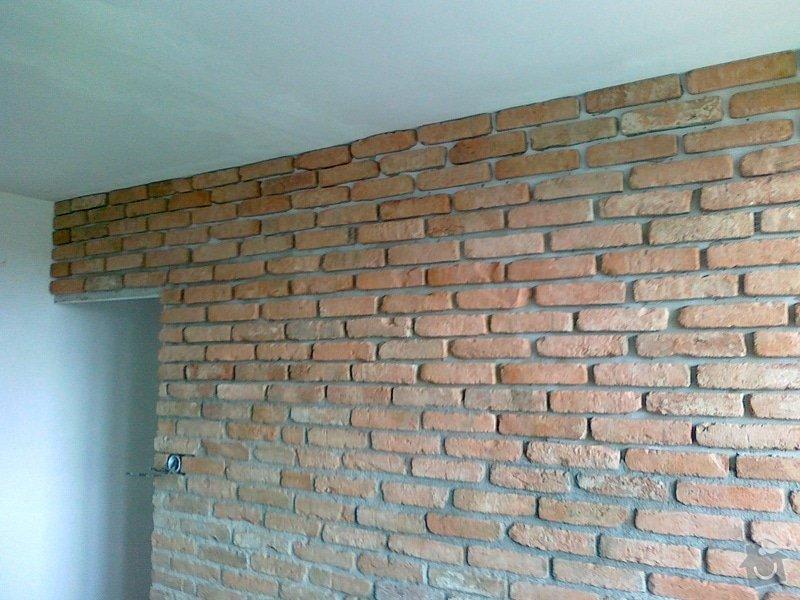Obklad stěny v obývacím pokoji: 06082011023