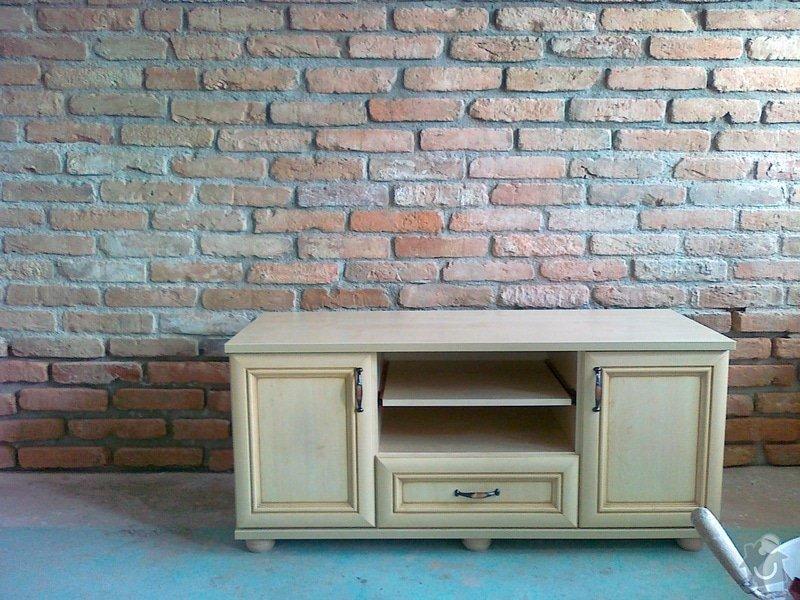 Obklad stěny v obývacím pokoji: 09082011024
