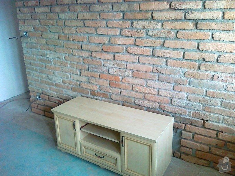 Obklad stěny v obývacím pokoji: 09082011025