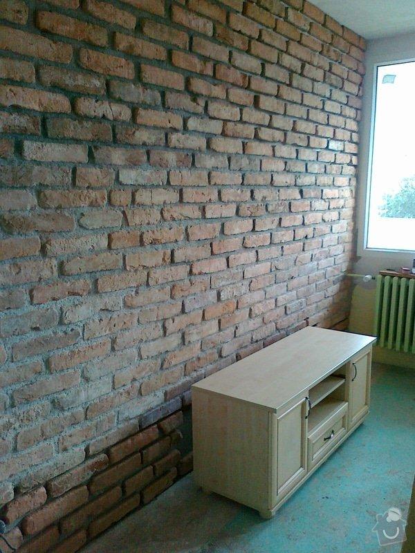 Obklad stěny v obývacím pokoji: 09082011026