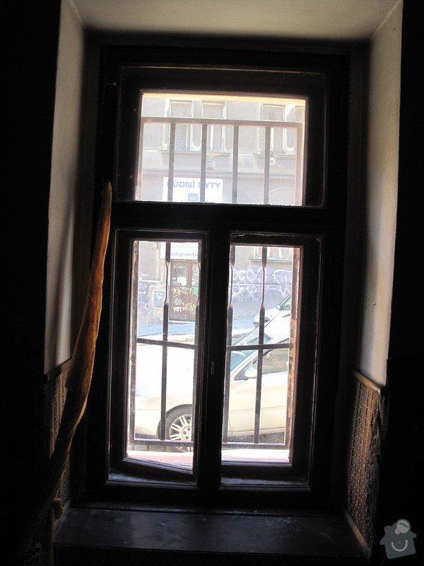 3 okna (dřevo) a 1 vchodové dveře(dřevo) .: Okno_A._zevnitr