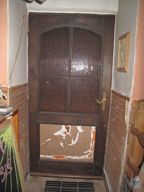 3 okna (dřevo) a 1 vchodové dveře(dřevo) .: Vchod._dvere_zevnitr
