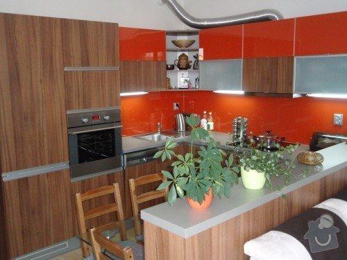 Kuchyňská linka, tv stolek, vestavěná skříň: P9250149