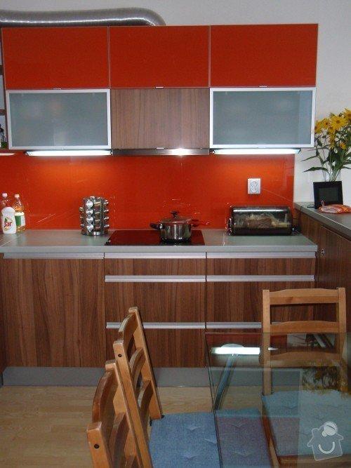 Kuchyňská linka, tv stolek, vestavěná skříň: P9250151