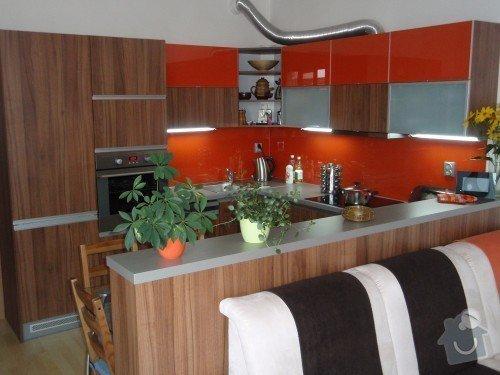 Kuchyňská linka, tv stolek, vestavěná skříň: P9250152