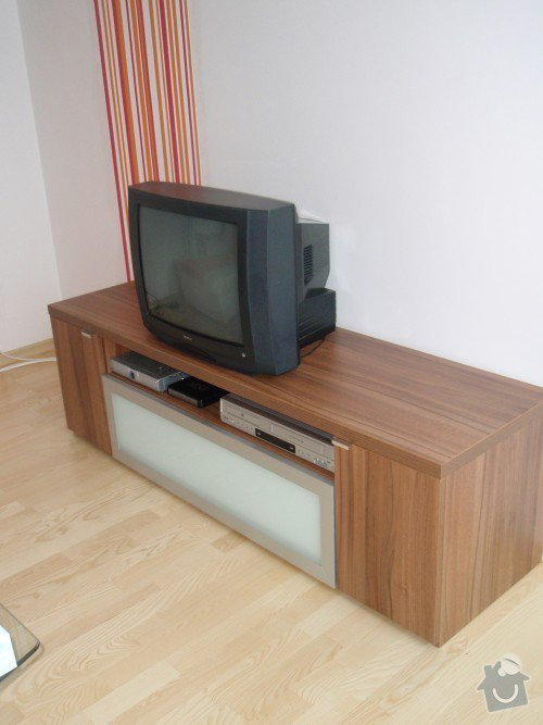 Kuchyňská linka, tv stolek, vestavěná skříň: P9250154
