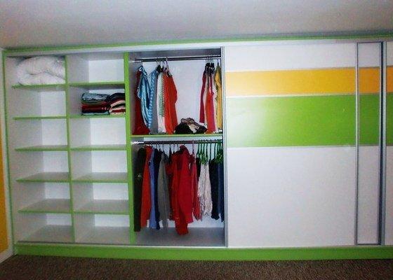 Výroba vestavných skříní a postele