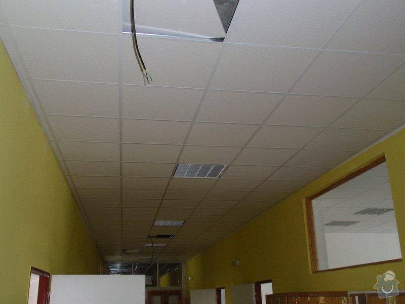 Minerální podhledy 7000 m2 a osvětlení 1300ks.: P7121677