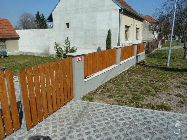 Renovace fasády, zhotovení plotu, zámkové dlažby, pergola: P1030963