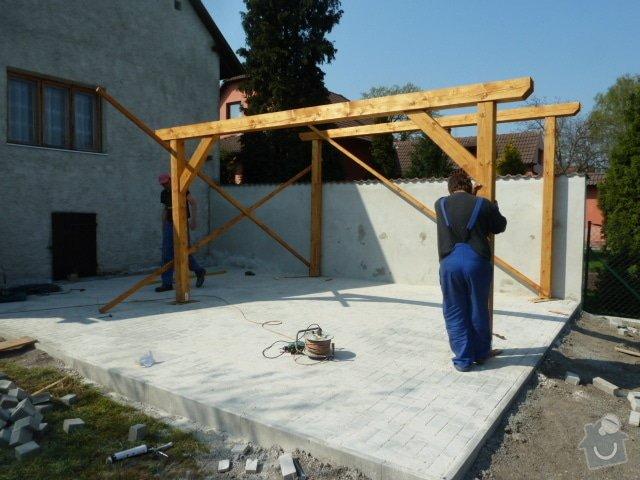 Renovace fasády, zhotovení plotu, zámkové dlažby, pergola: P1040341