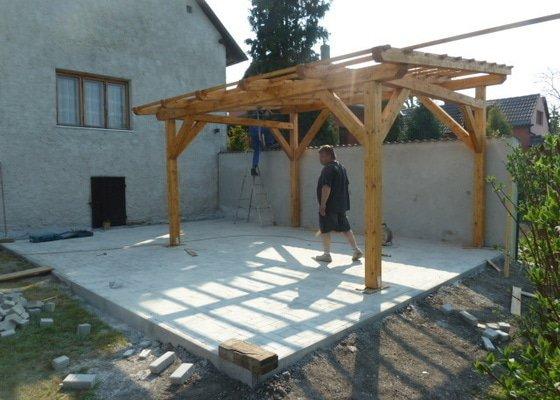 Renovace fasády, zhotovení plotu, zámkové dlažby, pergola