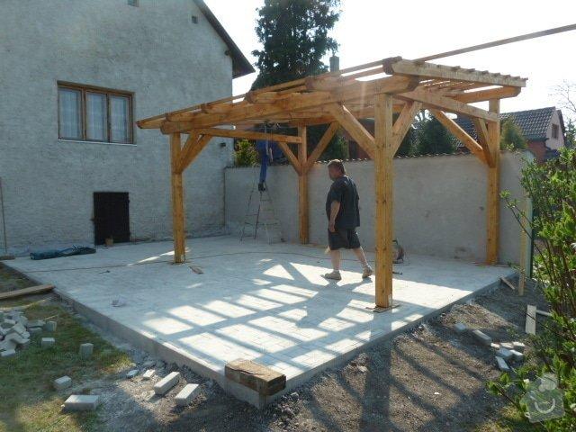 Renovace fasády, zhotovení plotu, zámkové dlažby, pergola: P1040350