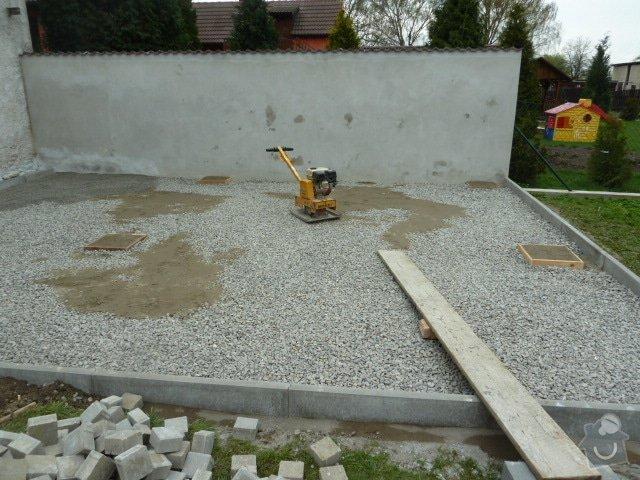 Renovace fasády, zhotovení plotu, zámkové dlažby, pergola: P1040210