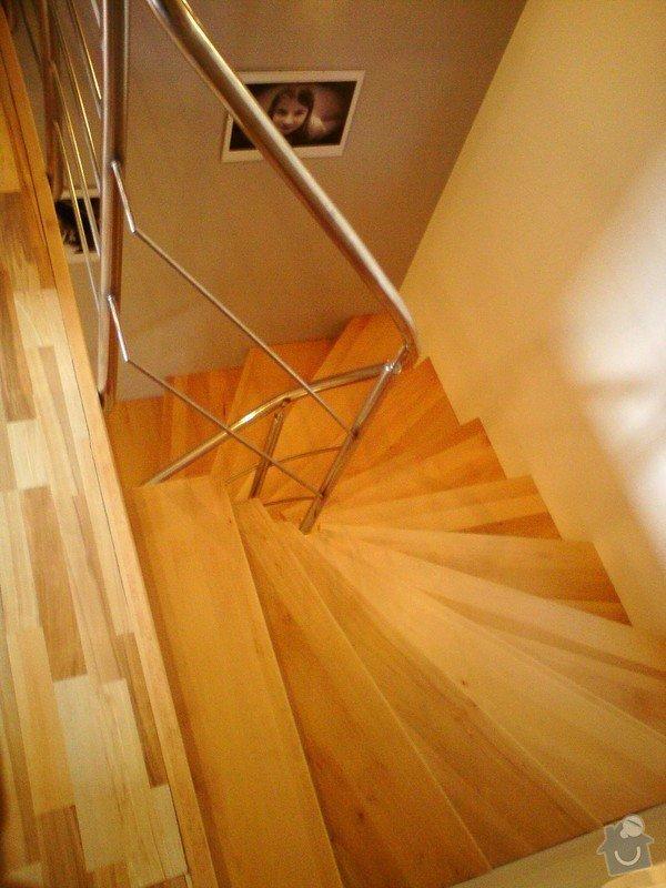 Podbití střechy RD,buk .nášlap schodiště: DSC00423