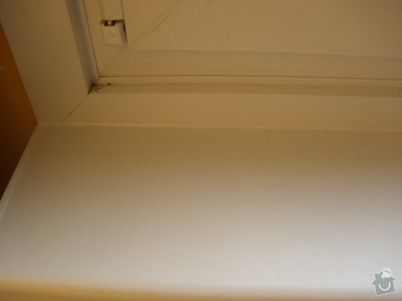 Dodávka a montáž parapetů a žaluzií: PA130425