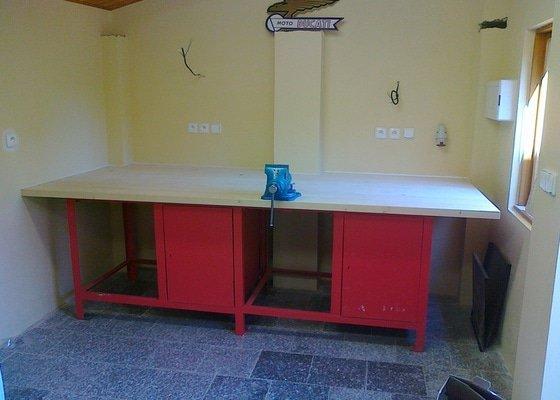 Pracovní deska, dveře do stodoly
