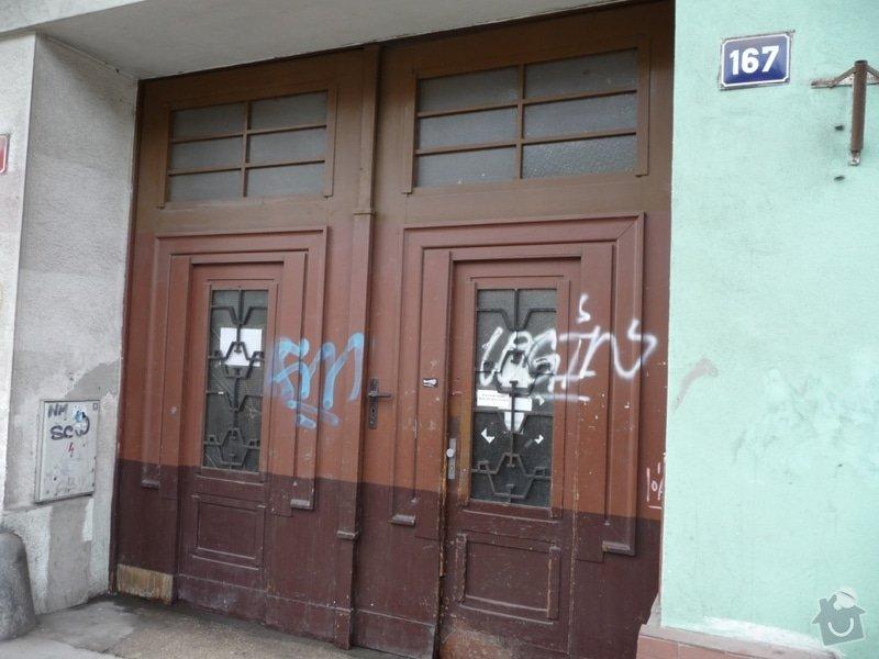 Oprava nebo výměna vrat do domu: Vrata_Plzenska_167