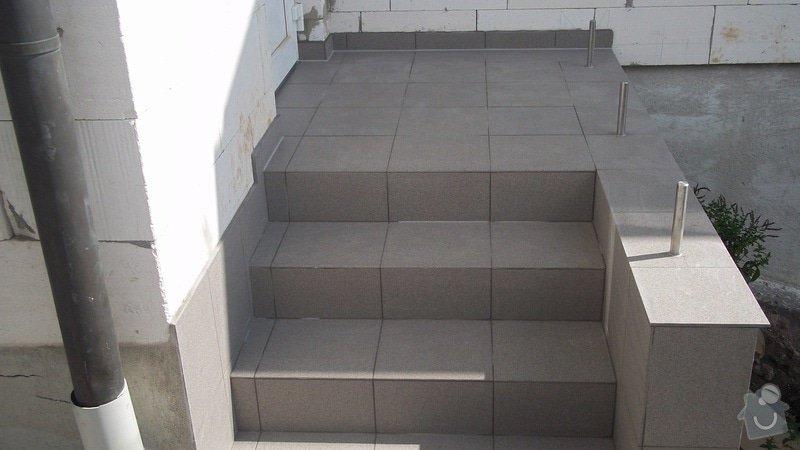 Zahradní schodiště z palisád, obrubníků a zámkové dlažby: 100_0528