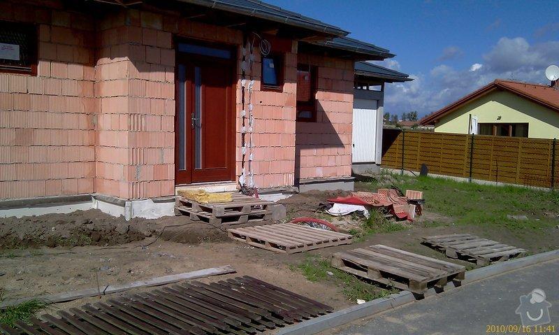 Stavba schodů a chodníka před RD: dom_vchod_b