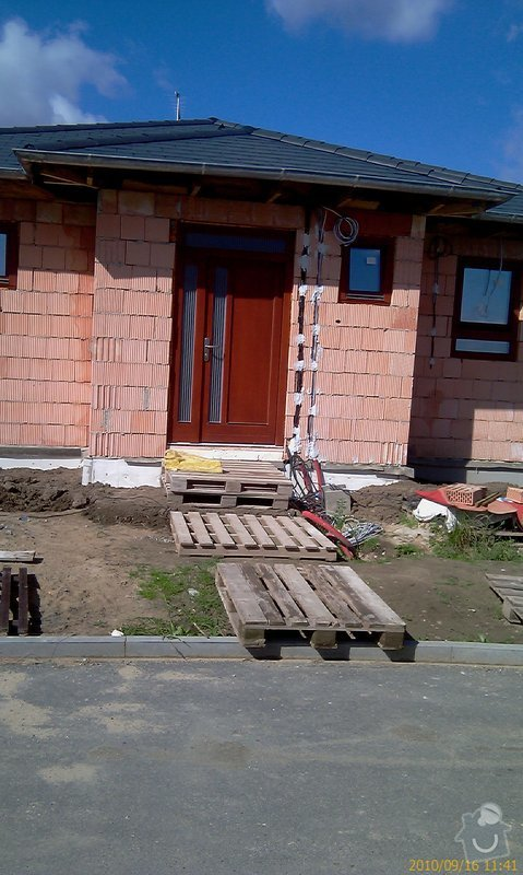 Stavba schodů a chodníka před RD: dom_vchod_a