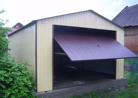 Plechová montovaná garáž provedení v akrylu