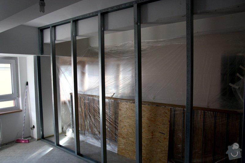 Sádrokartonová příčka včetně zárubní pro dveře: stavba02