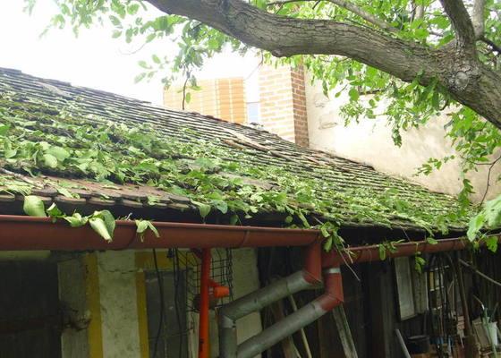 Oprava poničených střech