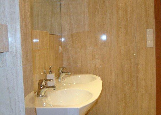 Obklad a položení dlažby v koupelně