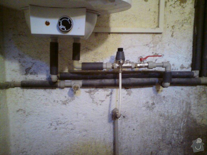 Výměna rozvodů teplé vody, studené vody, odpadů a otopného systému + výměna radiátorů a instalace vodního čerpadla: DSC00056