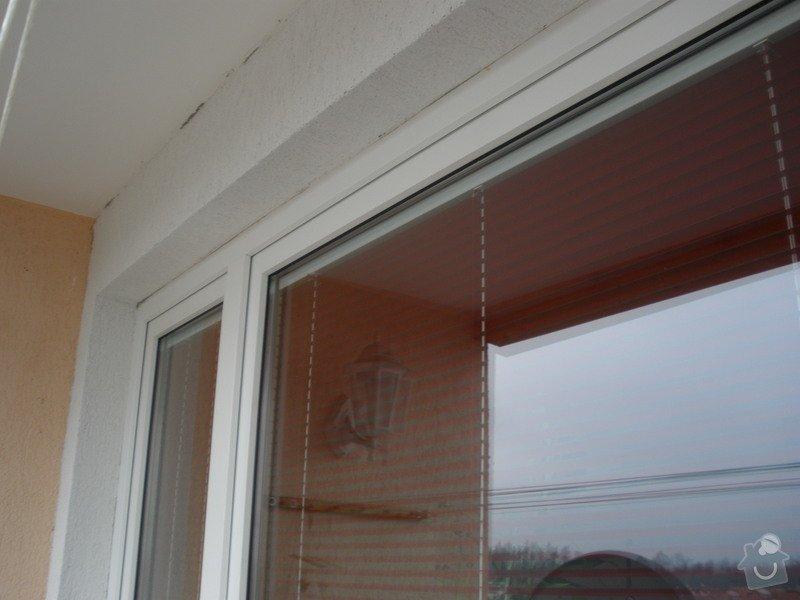 Dodávka a montáž PVC oken REHAU,parapetů,žaluzií včetně zednických prací: P2060084