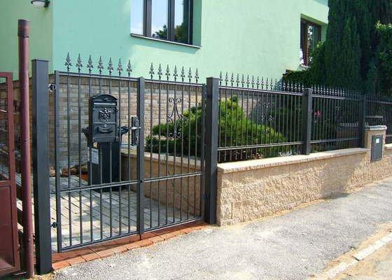 Kovaný plot a branka