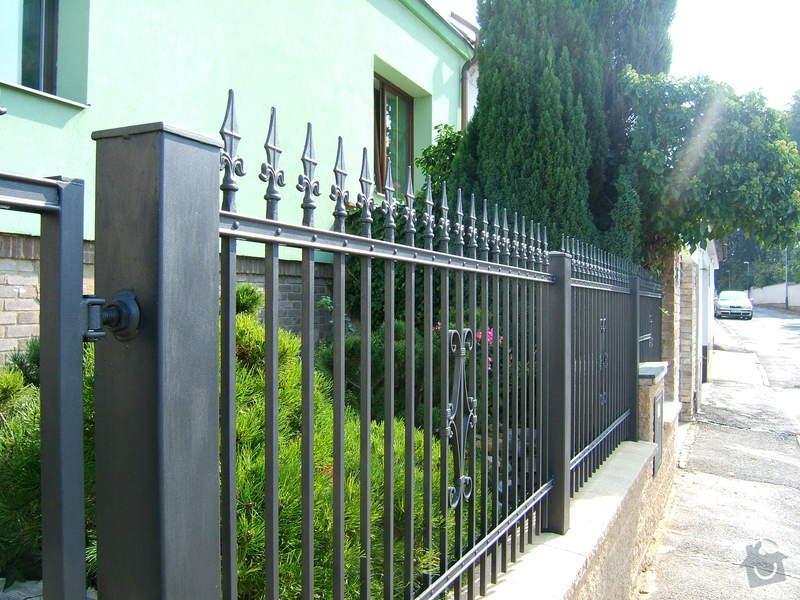 Kovaný plot a branka: zzz_066