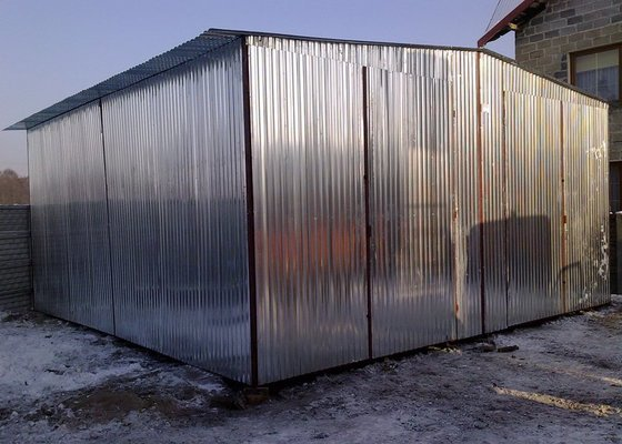 Plechová montovaná garáž