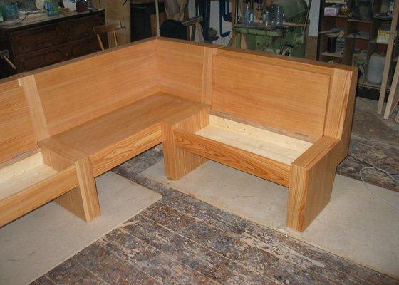 Jídelní stůl  a lavice
