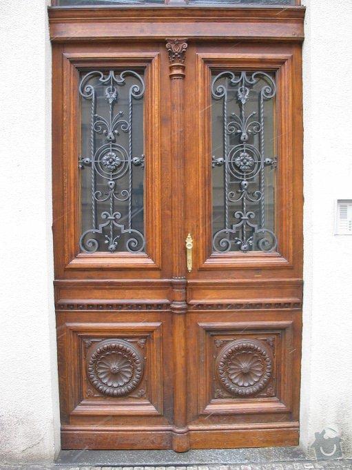 Restaurování dveří činžovního domu: 100_0001