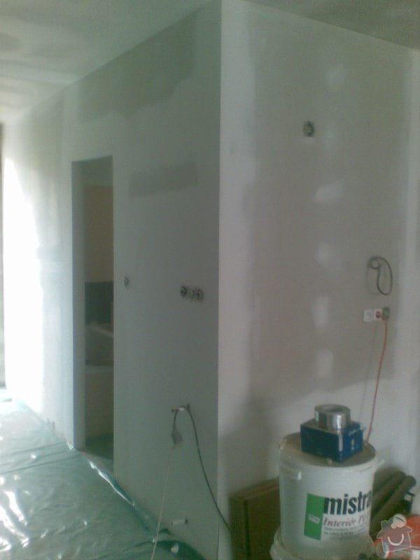 Instalace sadrokartonového podhledu a příček, dodávka a pokládka průmyslové mozaiky Merbau: 081