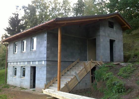 Rekonstrukce chaty, tesařské, pokrývačské a klempířské práce na Náchodsku