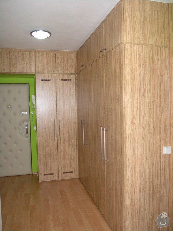 Skříně, botník a věšáková stěna v chodbě: chodba_1
